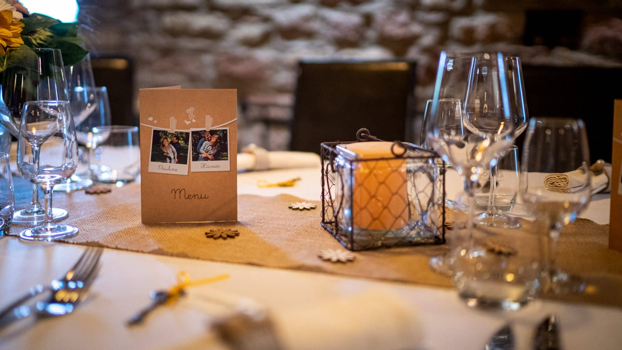 Menu maraige table restaurant presentation photo couple amoureux seance engagement bougie fleurs